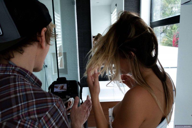 Фото сессия сексуальной домохозяйки дома - фото