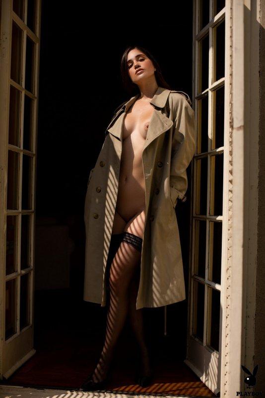 Красивая француженка в чулках - фото