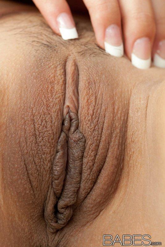 Сексуальная азиатка с бритой мандой - фото