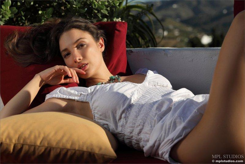 Сексуальная девушка со сладкой щёлкой - фото