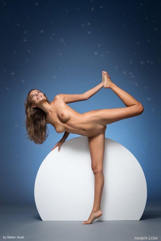 Сексуальная голая фея твоей мечты - фото эротика
