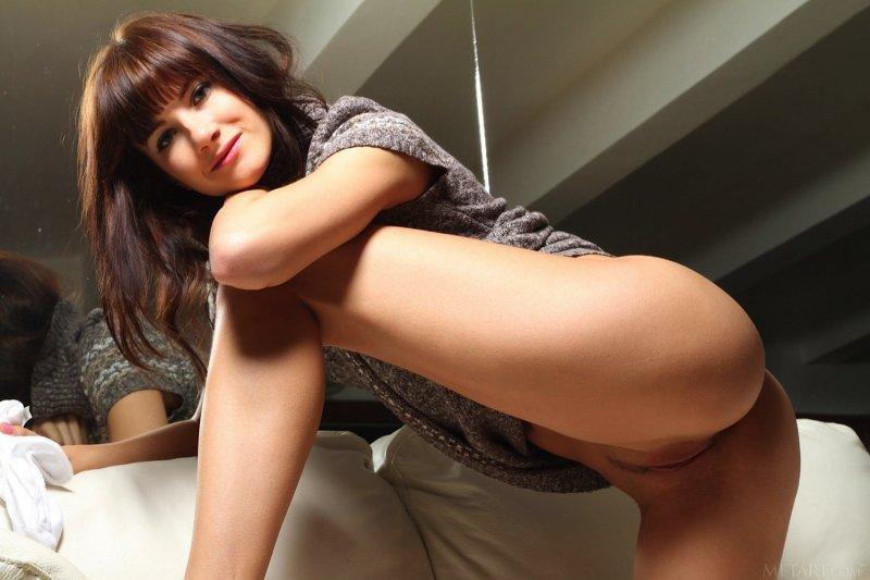 Стройная девушка с красивой задницей - фото