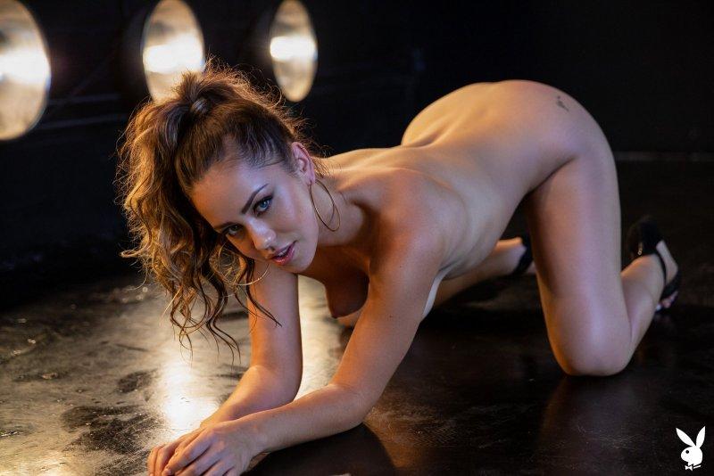 Красивая модель в сексуальном белье - фото