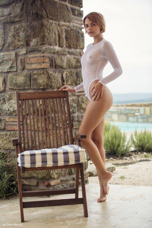 Соблазнительная девушка с красивыми сосками - фото