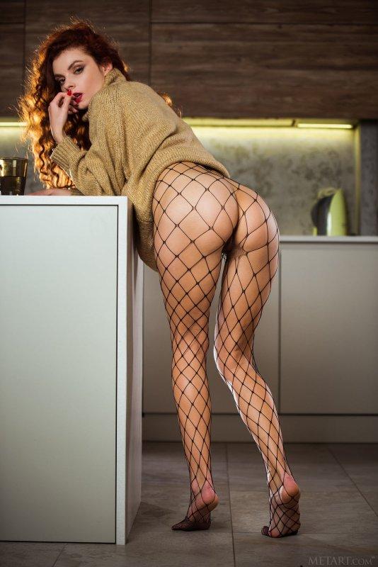 Красивая дамочка в колготках  - фото