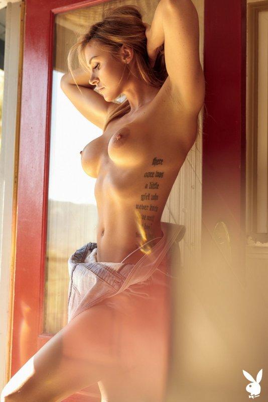 Сексуальная модель с шикарными волосами - фото