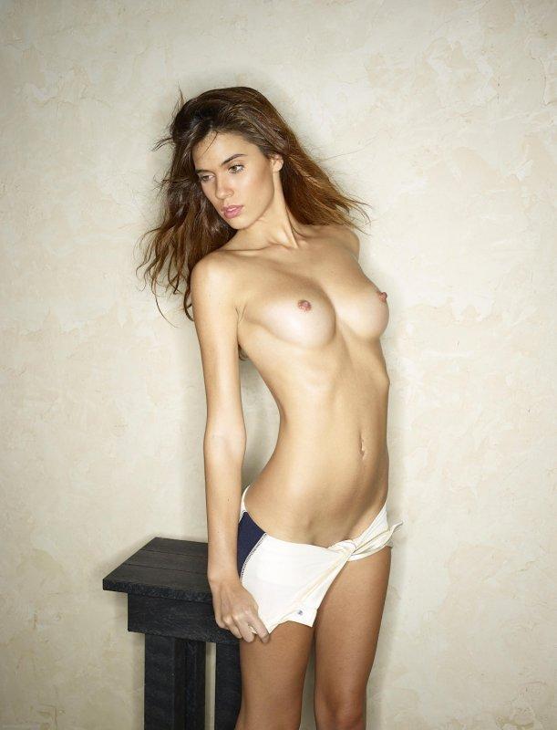 Сексапильная девица в туфлях голышом - фото