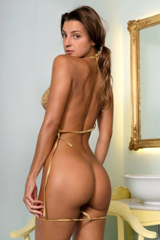 Русская девица встала  в душе - фото