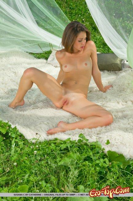 Голая гибкая девушка  от MET-ART. Фото эротика.