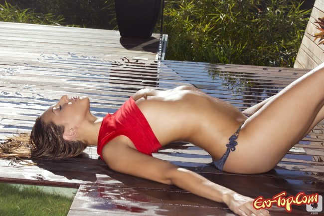 Ariana Loken - девушка плейбоя измазанная в масле.
