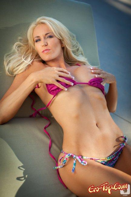 Lindsay Love - блондинка плейбой в бикини. Фото эротика.