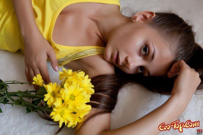 Молодая  в исполнении красивой девушки Ennu A.