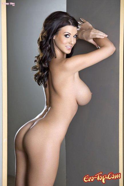 Брюнетка с огромной грудью Alica Goodwin. Фото эротика.