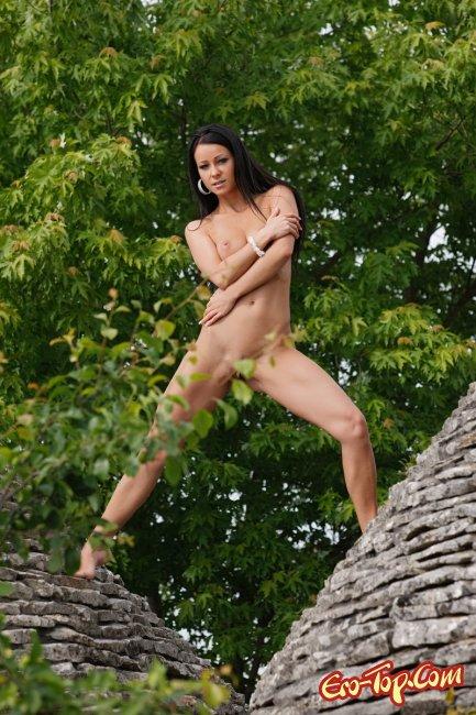 Melisa Mendiny - фото эротика. Красивая смуглая брюнетка.