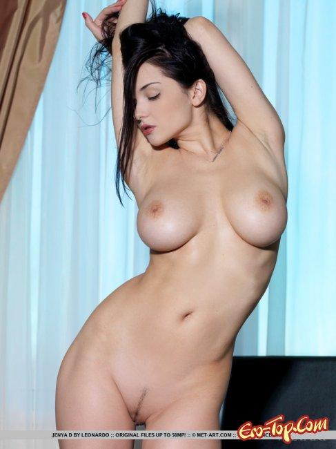 Грудастая Jenya D - голая брюнетка. Фото эротика.